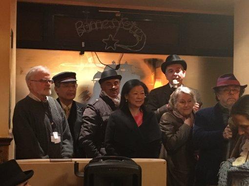 10. 08h30 L'heure de l'allocution des personnalités, Jeanne d'Hauteserre (maire du 8e), Keizo Kobayashi, Gérard Holtz et Jean-Michel Ribes (directeur du théatre du Rond-Point)