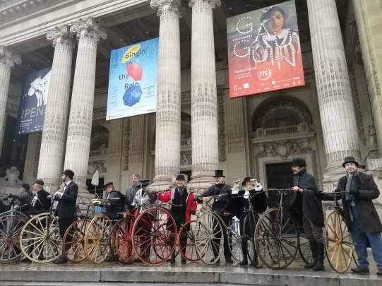 """15. L'affiche du Grand Palais est de circonstance, """"Singin' in the Rain"""""""